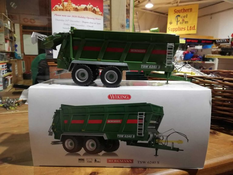 Muck spreader toy